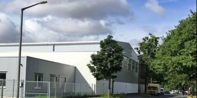 Neue Hallenanlage mit 2000 qm und 600 qm Büro vermittelt